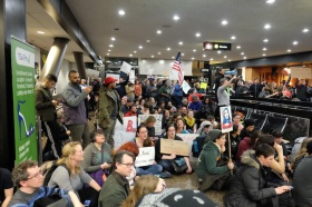 SeaTac_Airport_protest_against_immigration_ban_02